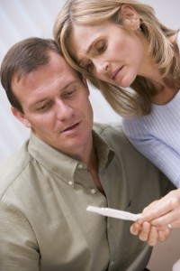couple-looking-at-home-pregnancy-test